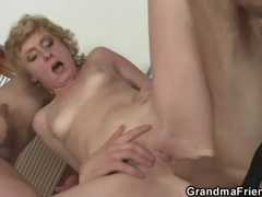 Old lady does double pussy penetration videos