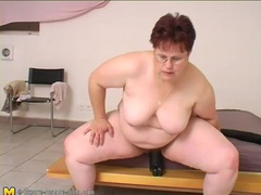 Fat chick sits on huge black didlo videos