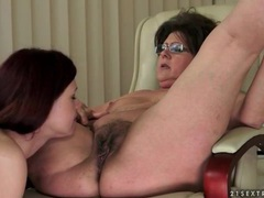 Teen face sits over licking lesbian mature videos