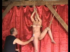Shaved head sub girl tied up and tortured movies at kilotop.com