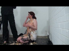 He dumps his entire dinner on her naked body clip