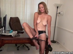 American milf jayden lets you enjoy her butterfly labia tubes