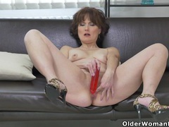 Euro milf alice sharp works her cunt with a dildo tubes