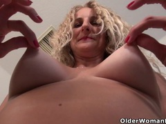American milf lauren demille gives her tanned body a treat videos
