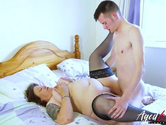 Plump mature slut pounded by a skinny young guy videos