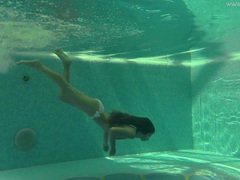Slender bikini girl takes us underwater for skinny dipping movies at freekilopics.com