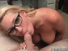 Cocksucking curvy nerd in a pair of glasses videos