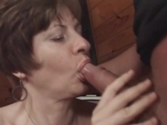 Fucking her mature pussy makes him cum hard videos