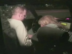 Taxi driver gets his cock sucked in the car movies