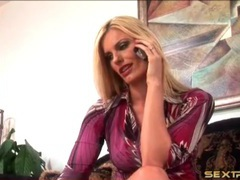 Blonde milf darryl hanah gives a sexy blowjob videos