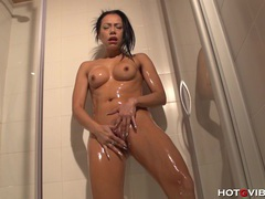 Shower cam squirt clip