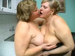 Fat matures kissing and fingering pussy videos