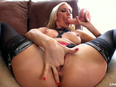 Livegonzo sandy hot babe masturbating for you movies at adspics.com