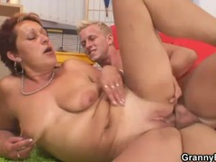 Mature cocksucker sits on dick with hot box videos