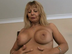 Hairy mom at home pussy rub videos