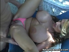 Giant tits model lisa lipps eaten out videos