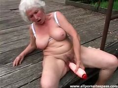 Huge dildo sex outdoors with curvy grandma videos
