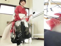 Subtitled japanese kimono pee desperation failure in hd movies at kilogirls.com