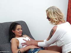 Mature lesbians make love with young girls tubes