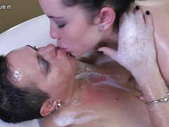 Daughter joins mature aunty in bath tubes