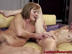 Mature fingering babe after oral movies at freekilomovies.com