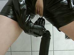 Perverse fetisch fotze pisst und leckt alles sauber movies at kilogirls.com