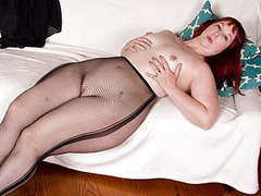 Usa milf scarlett shows us her nyloned wide hips and more videos