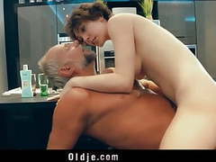 Pervert american beauty fucking old geezer in the kitchen videos