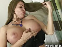 American milf sheila plays with nylon and high heels videos