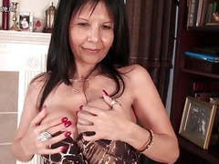 Mature american cougar mom has some fun movies at find-best-babes.com