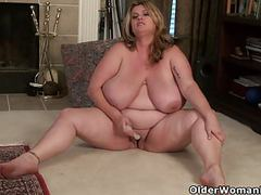 Bbw milf kimmie kaboom peels off her nylons and plays movies at freekilomovies.com