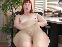 American milf scarlett spreads her thunder thighs videos