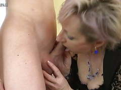 Horny mature mom fucked by young boy videos