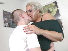 Mature mom fucked by young boy tubes