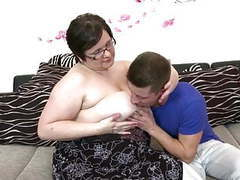 Big mature mom suck and fuck young lucky boy videos