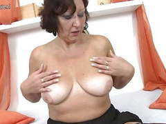 Real granny playing with her old wet pussy videos
