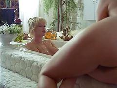 Petites culottes chaudes et mouillees (1982) movies at freekilosex.com