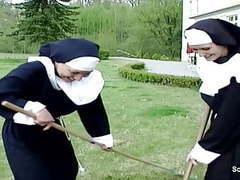 Notgeile nonne wird vom handwerker heimlich entjungfert movies at freekilomovies.com