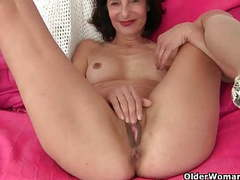 Grandma emanuelle's pussy looks so inviting movies at kilopics.net