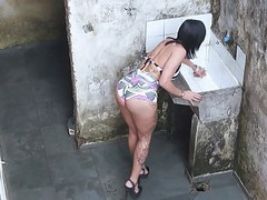 Espionando a gostosa da vizinha na favela movies