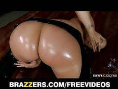 Brazzers - spandex clad kelly divine oils up her big-ass movies at freekiloclips.com