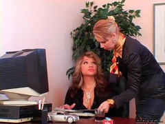 Smoking mistress uses secretary as ashtray movies at freekilosex.com