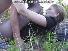 Sexy amateur girlfriend losing off jeans for outdoor fuck movies at freekilomovies.com