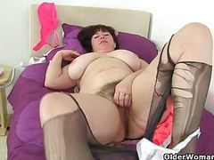 British milf janey gives her hairy cunt a treat movies at freekiloporn.com