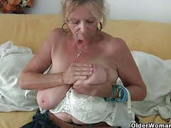 Granny with big tits masturbates in pantyhose movies at kilosex.com