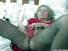 Granny with big tits wears pantyhose as she fucks a dildo movies at freekilosex.com