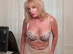 American granny phoenix skye proves her sexiness movies at find-best-videos.com
