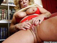 Business woman masturbates in pantyhose movies at find-best-panties.com