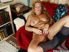 Office mom peels off her pantyhose movies at freekilosex.com