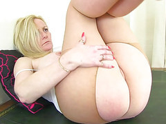English milf fiona rubs her pantyhosed cunny movies at kilopics.net